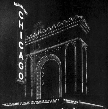 Façade in 1921, showing stud lighting highlighting the resemblence to the Arc de Triomphe