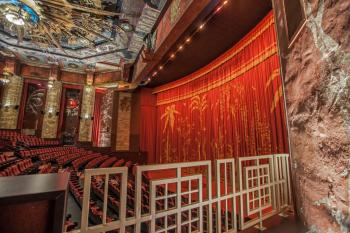 TCL Chinese Theatre, Hollywood: Auditorium from House Right side corridor