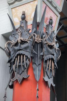 TCL Chinese Theatre, Hollywood: Masks atop pillar
