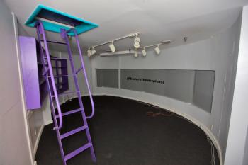 Earl Carroll Theatre, Hollywood: Spot Booth interior
