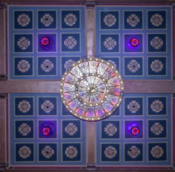 Fox Theatre, Fullerton: Chandelier and restored ceiling from below