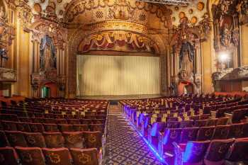 Los Angeles Theatre: Orchestra Aisle Lighting