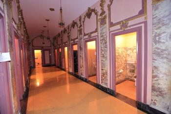 Los Angeles Theatre: Ladies Restroom Corridor