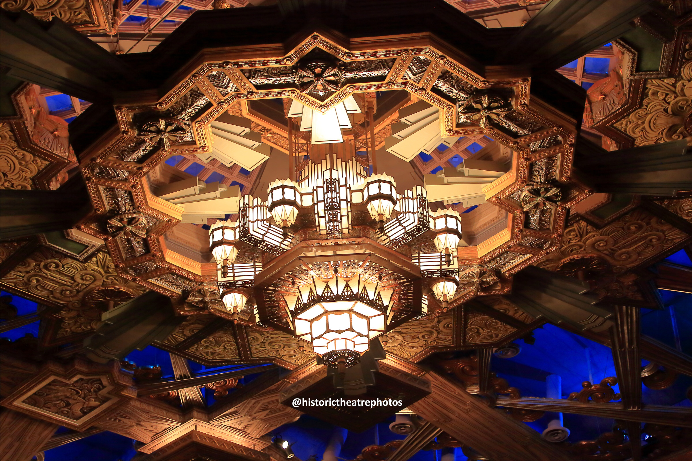 Pantages Theatre, Hollywood: Grand Chandelier