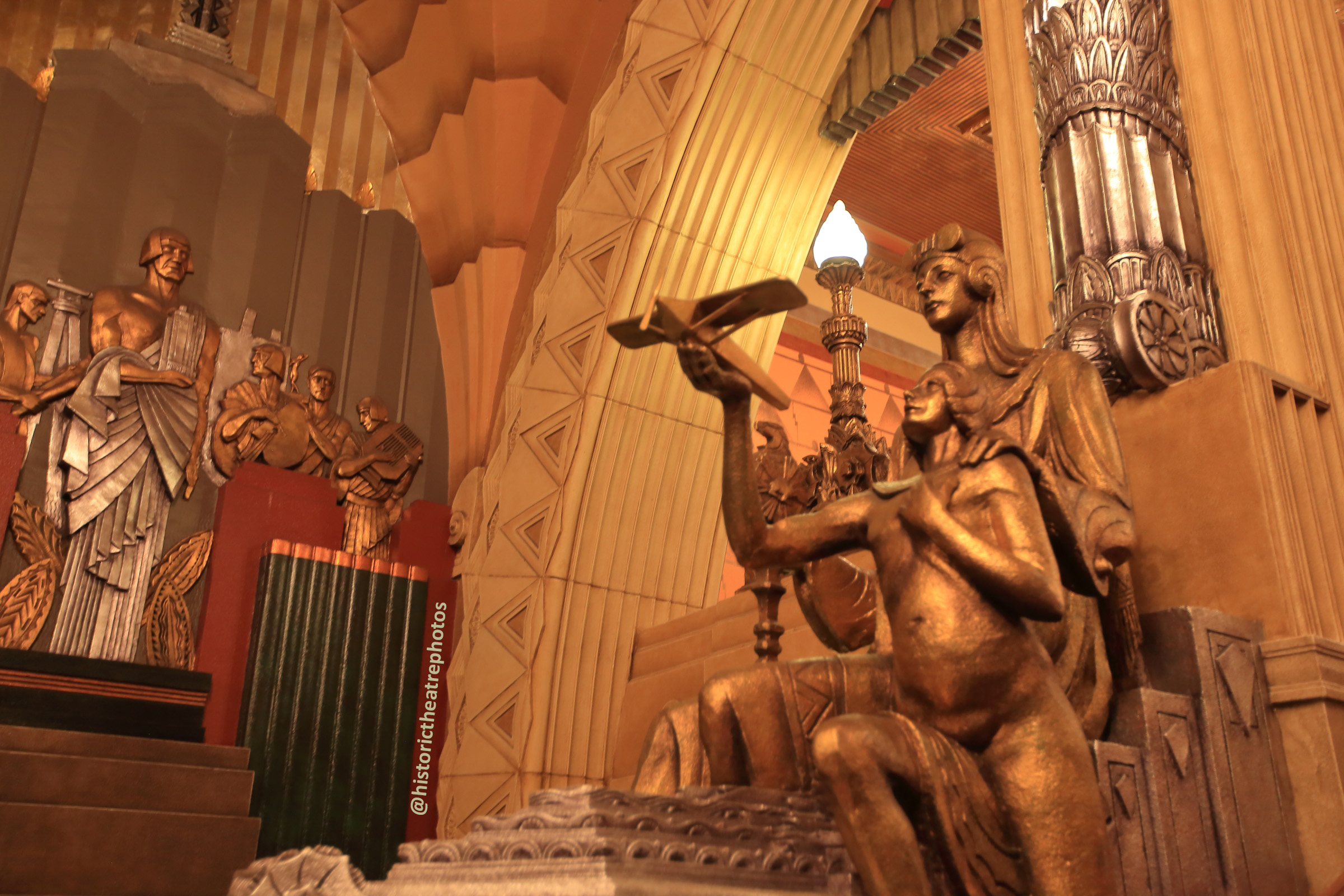 Pantages Theatre, Hollywood: Grand Staircase Figures