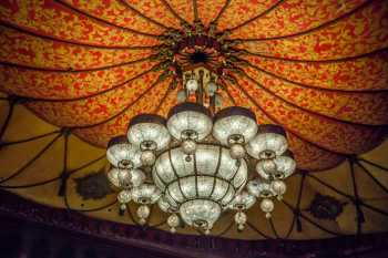 Shrine Auditorium, University Park: Chandelier closeup