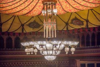 Shrine Auditorium, University Park: Chandelier side-on