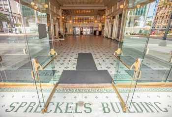 Spreckels Theater, San Diego: Entrance to Building Lobby