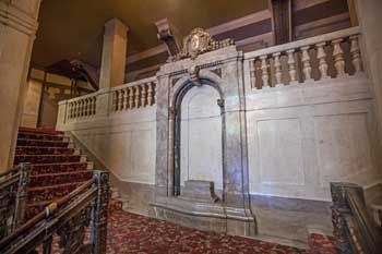 Tower Theatre, Los Angeles: Lobby Stairs Landing