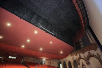 Hollywood Warner Theatre: Walled-off ceiling where the balcony should be
