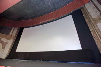 Hollywood Warner Theatre: Projection Screen up close