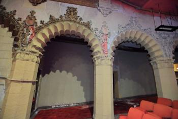 Hollywood Warner Theatre: Side arches