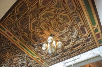 Hollywood Warner Theatre: Ticket Lobby ceiling