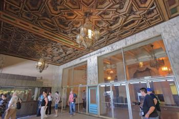 Hollywood Warner Theatre: Ticket Lobby