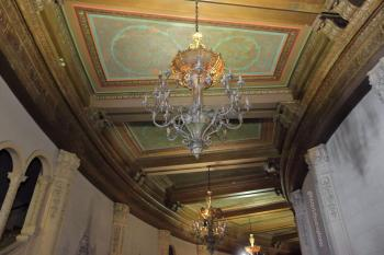Hollywood Warner Theatre: Lobby ceiling