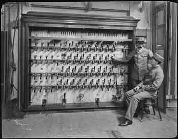 Stage lighting switchboard photographed in 1903 by the Byron Company and held by the Museum of the City of New York (JPG)